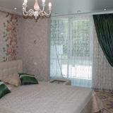 Спальная комната с окном