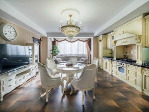 Трехкомнатная просторная квартира в классическом стиле.