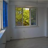 Комната два окна