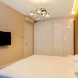 Спальная комната с шкафом