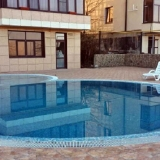 Придомовая с бассейном.
